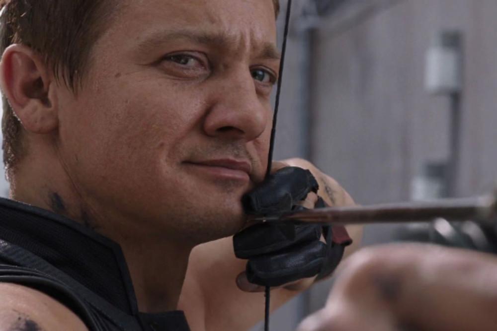 O ator Jeremy Renner é o responsável por levar o Gavião Arqueiro às telonas. Será que um dia teremos uma versão surda do personagem? (Imagem: Marvel Studios/Disney/Reprodução)