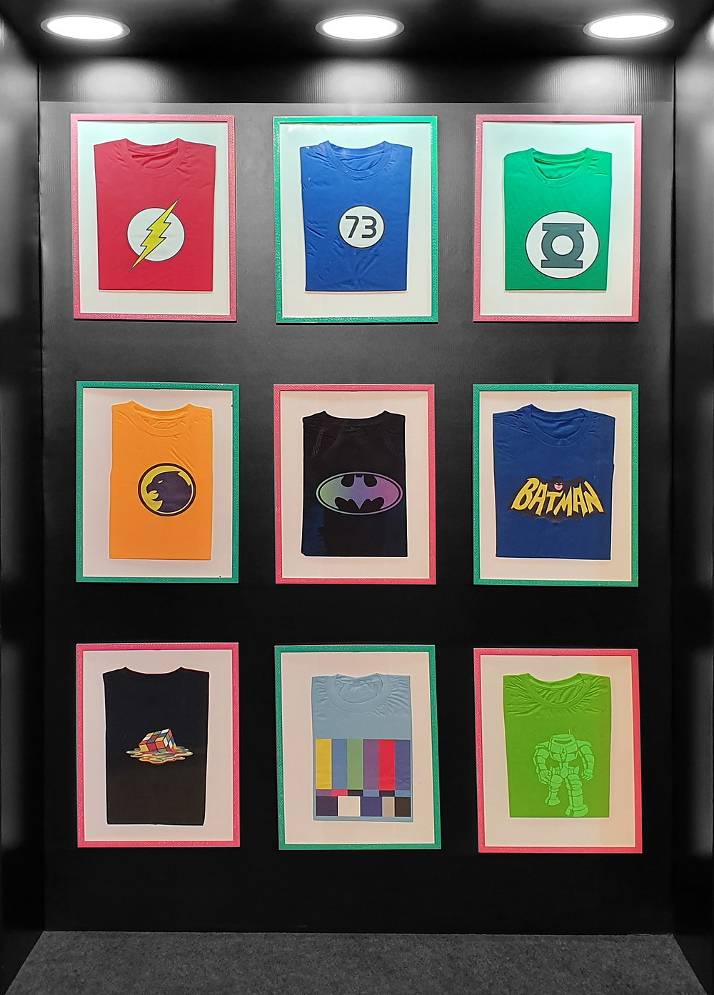 As tradicionais camisetas geeks usadas por Sheldon, Raj, Howard e Leonard, em The Big Bang Theory, foram trazidas para o evento. (Foto: Bruno Bragante / Be Geeks)