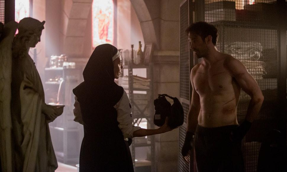 Mesmo com pouco tempo de tela, a Irmã Maggie rouba a cena na terceira temporada de Demolidor. (Imagem: Marvel / Netflix)