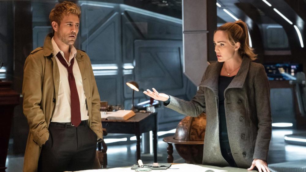 """Depois de ter sua série solo cancelada, John Constantine entrou de vez no """"Arrowverse"""". (Imagem: CW / Divulgação)"""