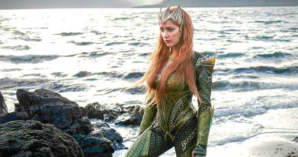 A atriz Amber Heard interpretou a Rainha Mera no filme Liga da Justiça e retornará ao papel em Aquaman. (Imagem: DC/Divulgação)