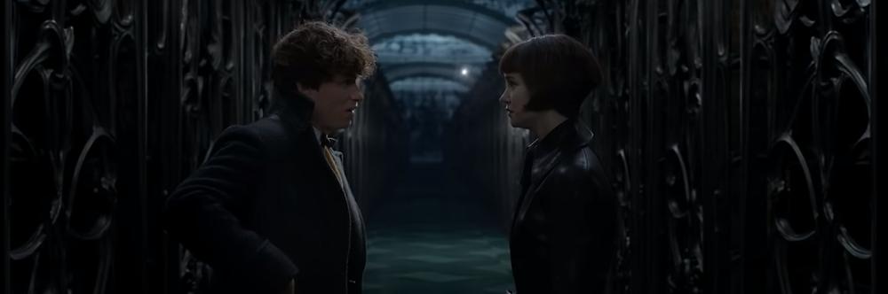Newt Scamander (Eddie Redmayne) e Tina Goldstein (Katherine Waterston) em cena do filme.