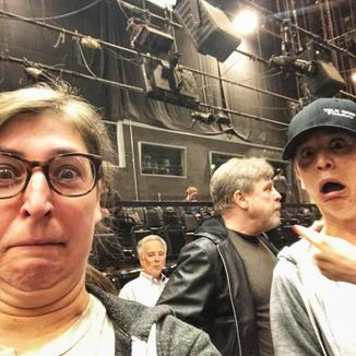 Mayin Bialik, a Amy de The Big Bang Theory, se emociona ao contracenar com Mark Hamill.