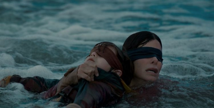 A jornada de Maloria (Sandra Bullock) para sobreviver e salvar as crianças é de tirar o fôlego. (Imagem: Netflix/Reprodução)