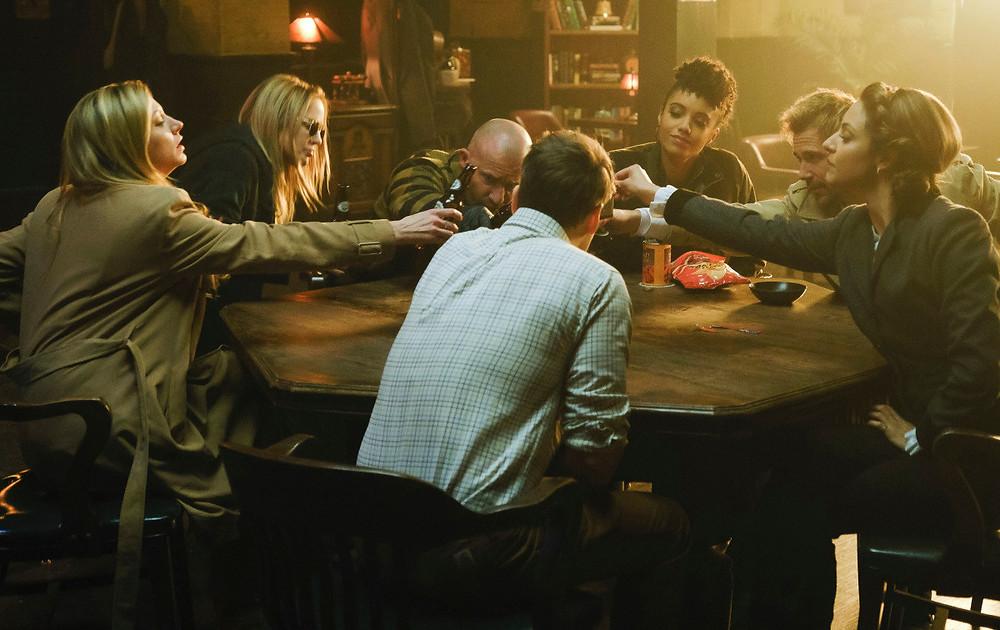 Em uma temporada cheia de reviravoltas, as Lendas permaneceram unidas, mas também tiveram que se despedir (Foto: The CW / Reprodução)
