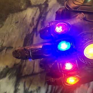 Diretores de Vingadores: Guerra Infinita respondem Deadpool no Twitter