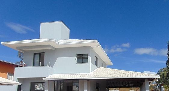 telhado colonial branco