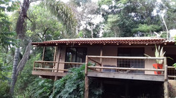 telhado colonial com eucalipto em b
