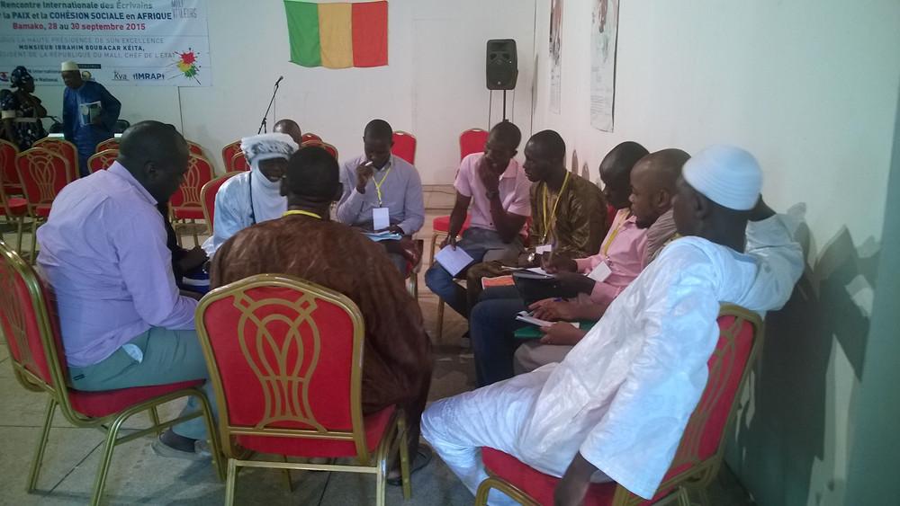 Groupe3 Pistes de réflexion : Reconstruire dans un schéma inclusif et apaisé : Quels sont les exemples de réussite ? Les Chartes sociales et politiques de l'Afrique précoloniale ; cas de Kurukanfuga.  La problématique de la paix, la cohésion et la stabilité sociales dans l'empire du Mali Senghor et la cohésion sociale au Sénégal Le Niger, le Mali : Schémas géopolitique et historique identiques et pratiques institutionnelles différentes ?