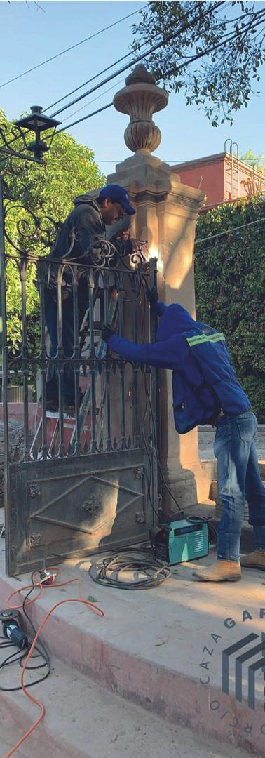 puerta-herreria-consorcio-caza-arquitect
