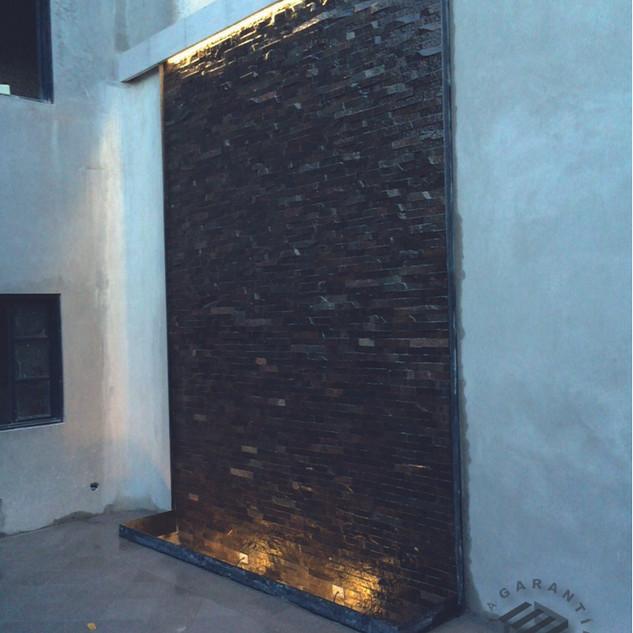 muro-deco-basalto-consorcio-caza-arquite