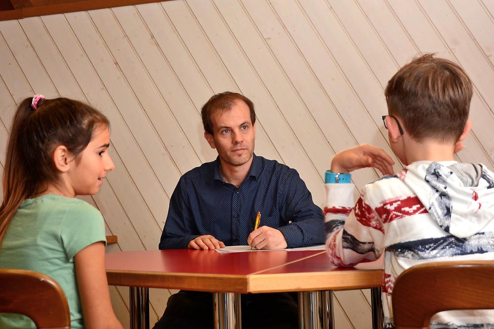 Patric Schäfler interviewt Aroa und Arjan