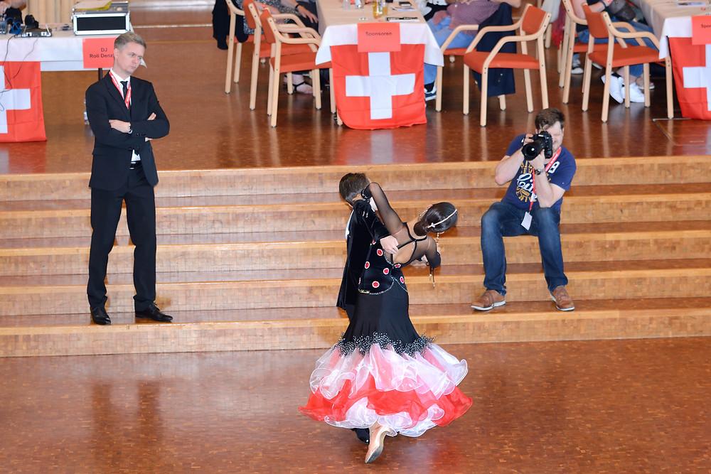 Arjan und Aroa während des Standard-Finals an den Schweizmeisterschaften 2019 im Zehntanz