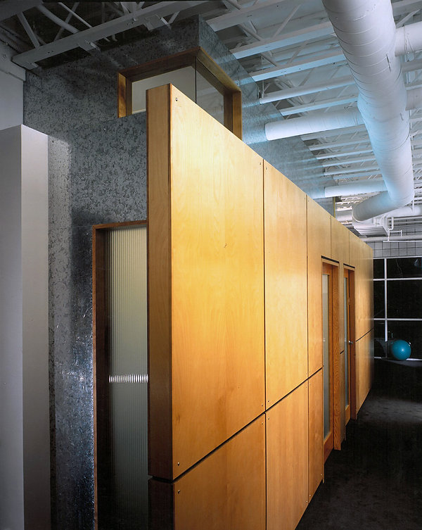 2818 2nd hallway.jpg