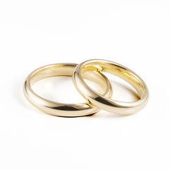 Alianças de Casamento Amendoada Alta, muito arredondada para ultra-conforto, com 4mm de largura. Produzida em Ouro Leve, 9Kt, Ouro Elite, 14Kt, e Ouro Premium, 19Kt, em qualquer cor, acabamento,com e sem pedras.