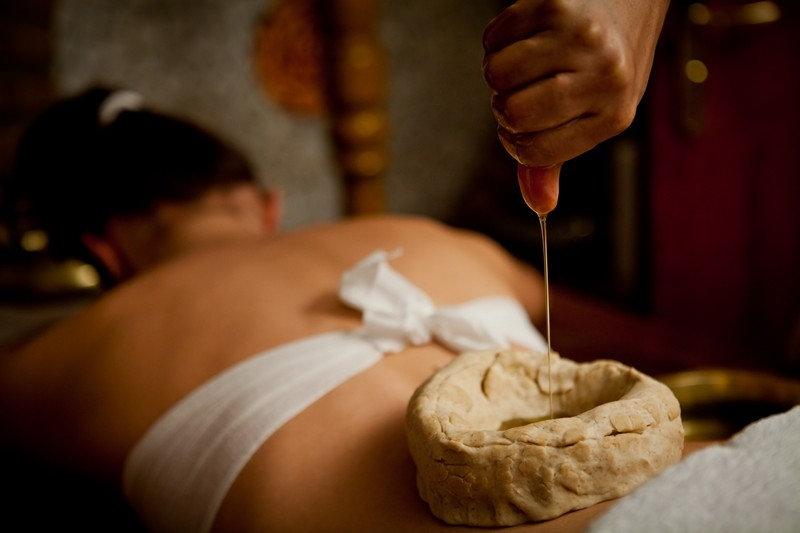 Lower back oil Therapy - Kati Vasti