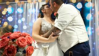 wedding bokeh kiss .jpg