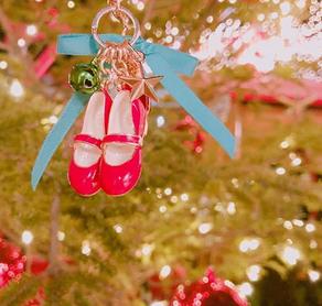 日本テレビ「和び旅」にて「Felicia!」の赤い靴チャームが登場