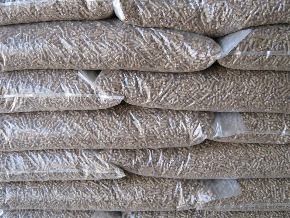 Древесные топливные гранулы в индивидуальной упаковке