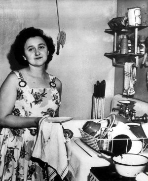 GettyImages-Ethel doing dishes-300x367