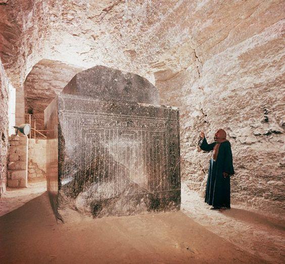 Sarcófago gigante de granito del Serapeum