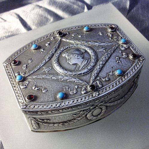 Silver box set with turquoise & garnets 1912
