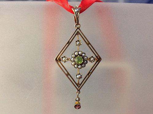 Edwardian 9ct gold seed pearl & Peridot pendant