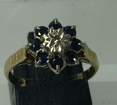 18 ct yellow gold sapphire ring with central diamond accent Size K