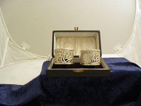 Pair cased heavy napkin rings