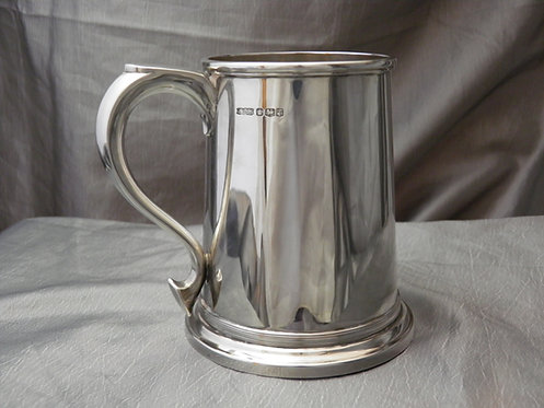 Solid silver one pint tankard Sheffield 1961