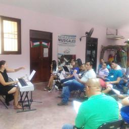 Manuela Gebetsroither in der Chorprobe in Nicoya/Costa Rica (2-monatiger Arbeitsaufenthalt 2016