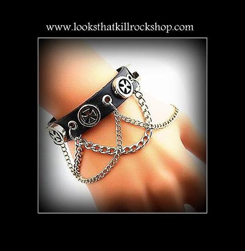 """""""Looks That Kill"""" Celtic Cross Chain Bracelet"""