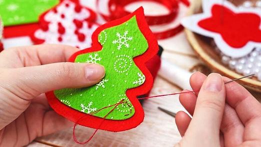 507575818-christmas-crafts.jpg