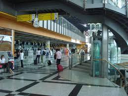 Obbligo per gli extracomunitari di dichiarare la valuta nelle zone di transito aeroportuali UE