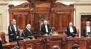 Cassazione: è costituzionalmente legittimo il procedimento in camera di consiglio