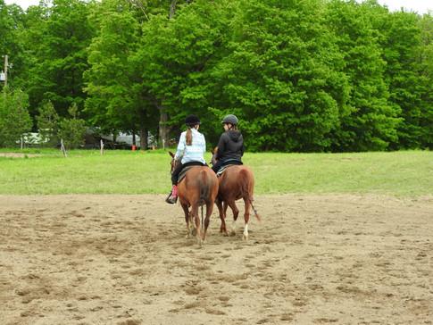 Balade à cheval entre amies