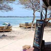 Många strandbarer på Giliöarna