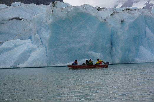 סיור קרחונים עם סירה.JPG