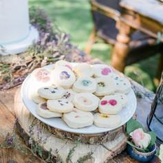 Edible flower cookies - KMcakeseindhoven