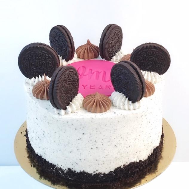 Pink oreo cake KMcakesEindhoven.JPG