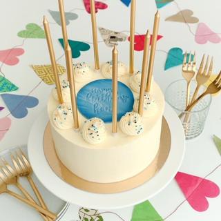 Birthday blue sprinkles KMcakesEindhoven