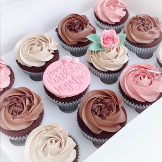 Pink choc rose cupcakes KMcakesEindhoven