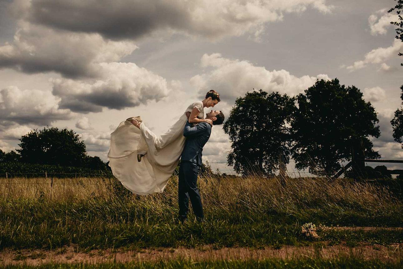 Hochzeit auf dem Bauernhof.jpg