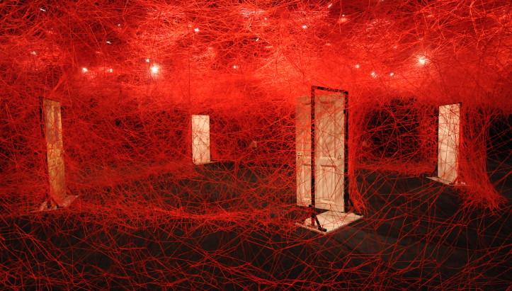 塩田千春『鍵のかかった部屋』アーカイブ映像の音楽を担当しました。