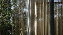 Um labirinto de imagens: Cavaletes de Cristal como suportes de criação