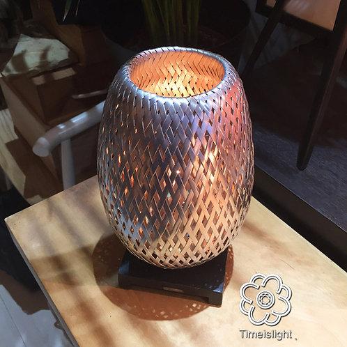 Lampe de chevet BÁNH MÌ chromée en bambou tressé double peau avec variateur