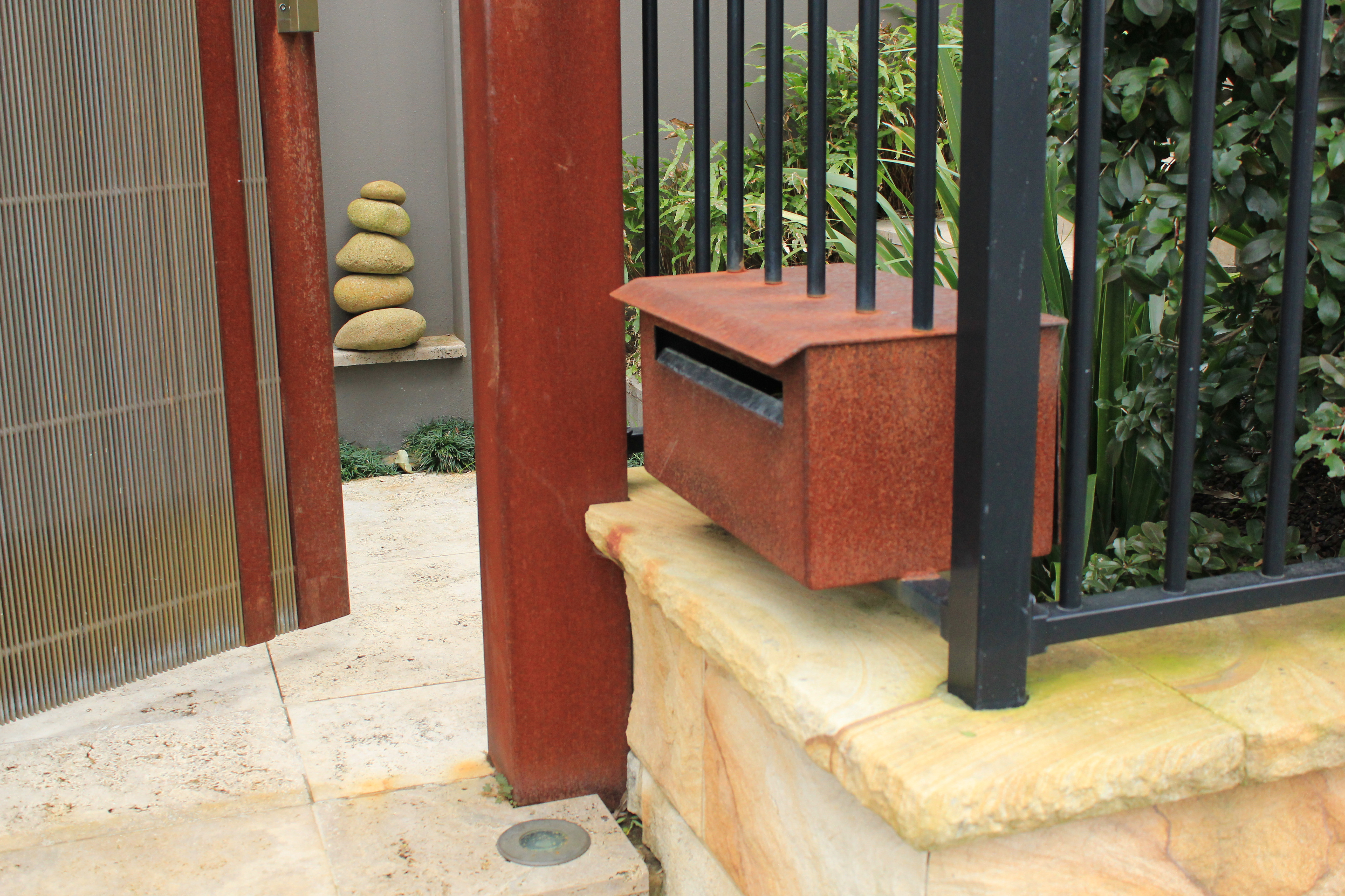 letterbox/gate