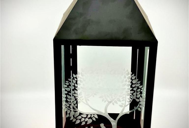 Laterne aus schwarzem Metall