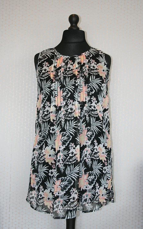 Plus Size Sleeveless Hawaiian Print Top