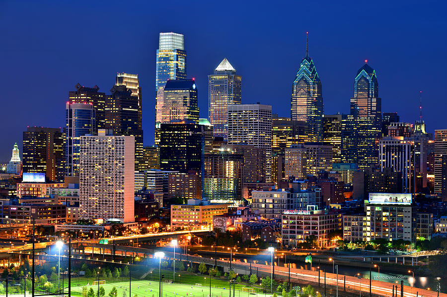philadelpia-skyline-at-night-jon-holiday.jpg